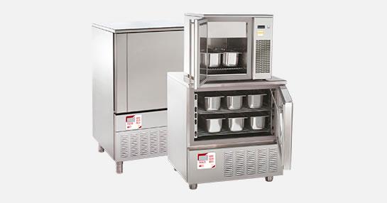 Fotografía de un abatidor de temperatura para helados gelato.