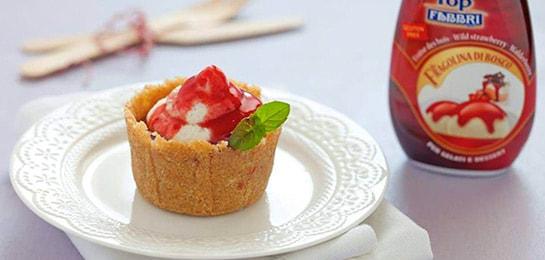 Postre con toppings de strawberry