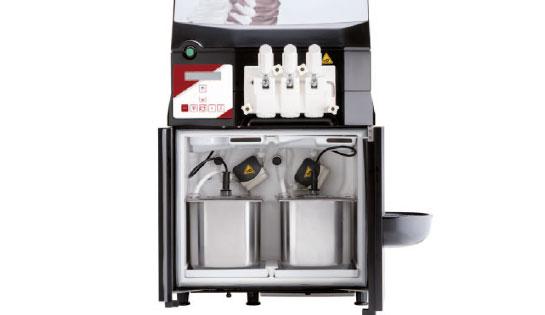 Fotografía de una máquina de bomba para la fabricación de helados