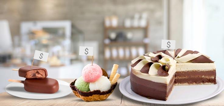 paleta helada de chocolate, helado de diferentes sabores y pastel helado con banderitas con signo de precio