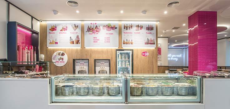 heladería con vitrinas refrigeradas